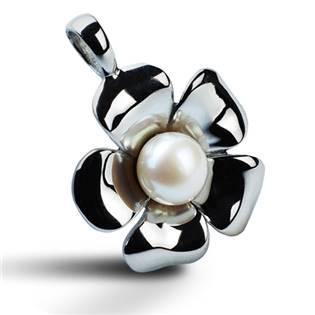 Oceľový prívesok - kytička zdobená perličkou