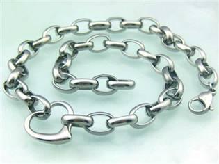 Dámsky oceľový náhrdelník so srdiečkom