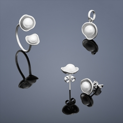 Set perlových šperkov Buka Lotus / prsteň, náušnice, prívesok / s bielymi perlami