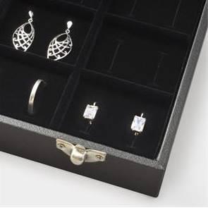 Čierne koženkové plato na svadobné prstene s vekom