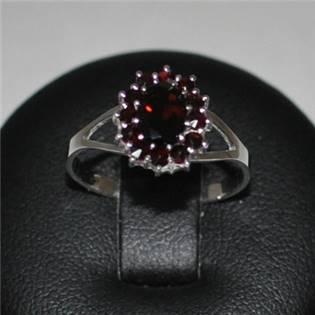 Strieborný prsteň český granát, veľ. 55