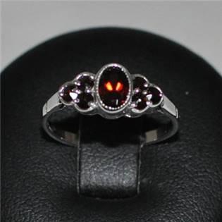 Strieborný prsteň český granát, veľ. 53