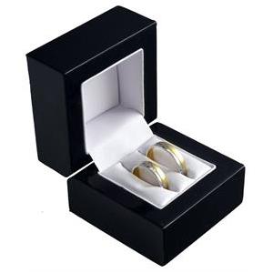Čierna drevená darčeková krabička na svadobné obrúčky