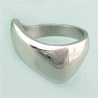 Asymetrický oceľový prsteň