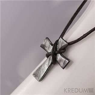 Kovaný krížik z nerezovej ocele Damasteel