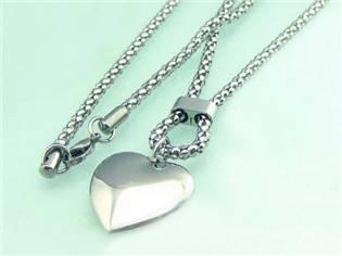 Dámsky oceľový náhrdelník - srdiečko