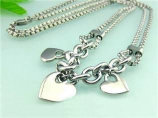 Dámsky oceľový náhrdelník so srdiečkami