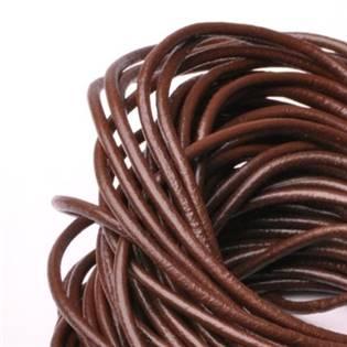 Kožená šňůrka kulatá tmavě hnědá, tl. 2 mm