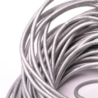 Kožená šňůrka kulatá stříbrná, tl. 2 mm