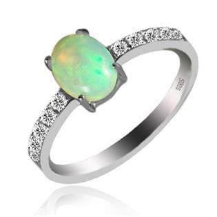 Strieborný prsteň opál