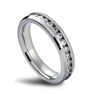 Luxusný dámsky prsteň so zirkónmi