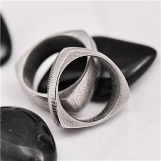 Ručné kovaný oceľový prsteň Damasteel Delta