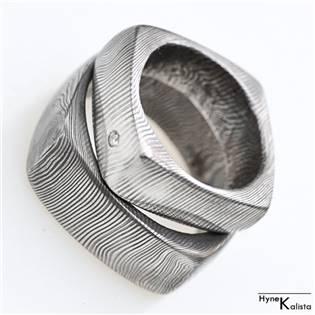 Kovaný prsteň Damasteel - okrúhly štvorček
