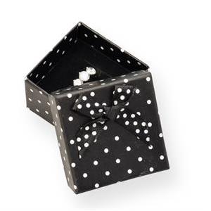 Čierna darčeková krabička s bielymi bodkami
