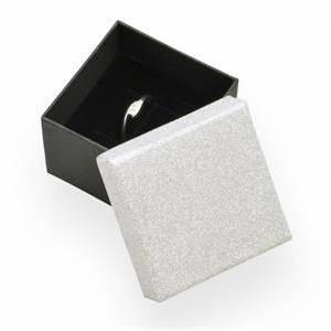 KR0055-ST Dárková krabička na prsten stříbrná/černá