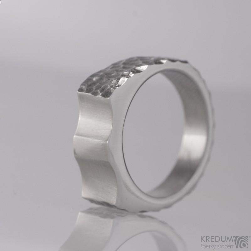 Kovaný nerezový prsteň Wawe