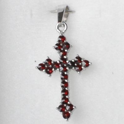 Strieborný prívesok český granát - krížik