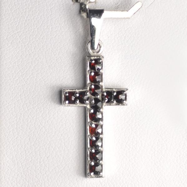 Strieborný prívesok krížik - český granát