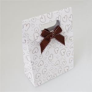 Darčeková taška so srdiečkami a hnedou mašľou