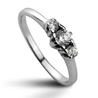 Stříbrný prsten se 3mi zirkony