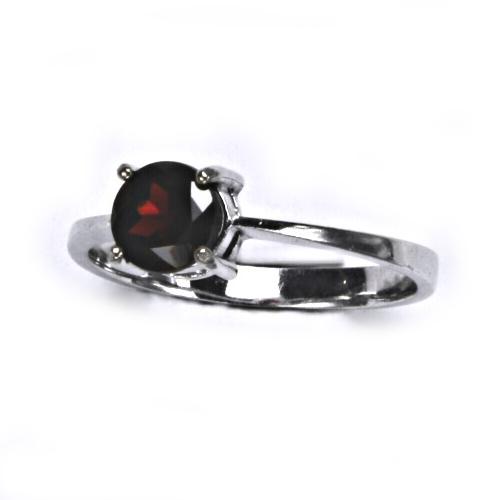 Strieborný prsteň s granátom 6 mm