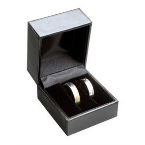 Čierna koženková krabička na snubný prsteňe