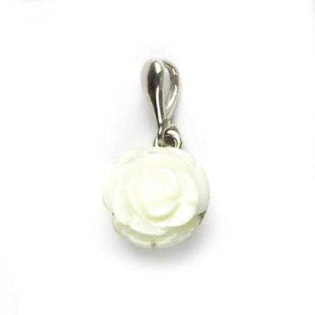 Strieborný prívesok ruža z perlete