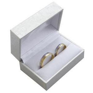 Biela koženková krabička na snubný prsteňe