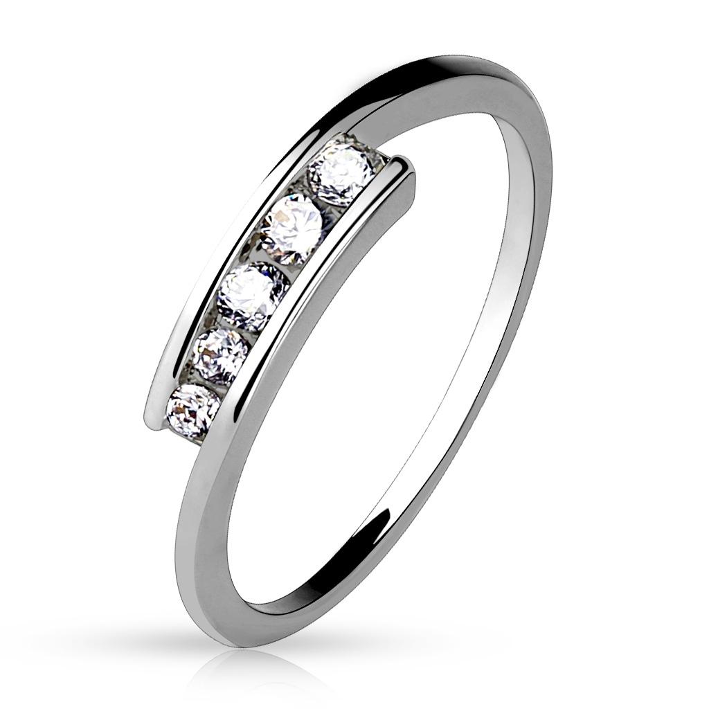 Dámsky prsteň s 5timi zirkónmi