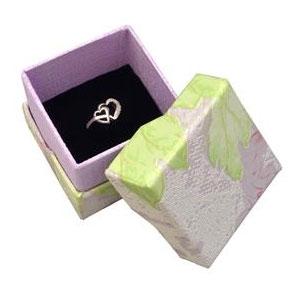 Čierna semišová darčeková krabička na prsteň