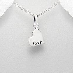 Stříbrný přívěšek srdíčko s textem LOVE