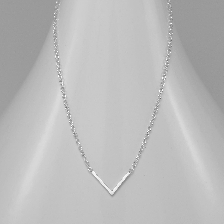 Strieborný náhrdelník so šípkou