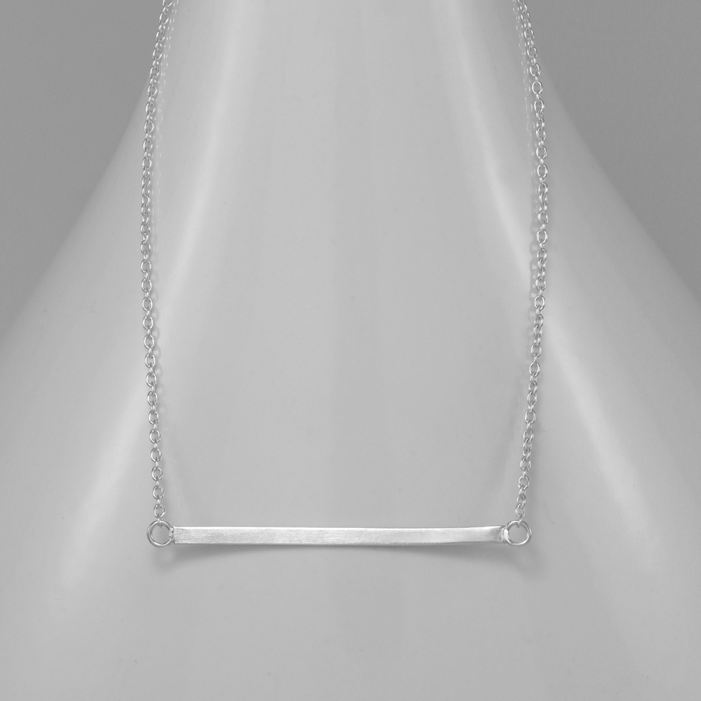Strieborný náhrdelník s doštičkou
