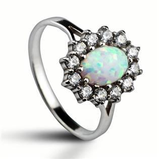 Stříbrný prsten se zirkony a bílým opálem