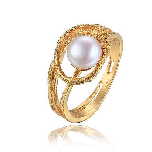 Pozlátený strieborný prsteň s prírodnou perlou