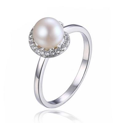 Strieborný prsteň s prírodnou perlou