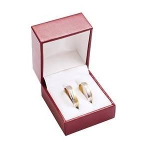 Červená koženková krabička na snubní prsteny