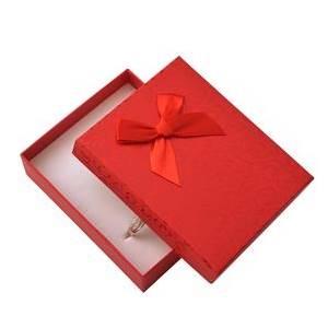 Dárková krabička na soupravu šperků - červená