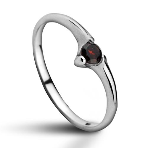 Stříbrný prsten s granátem