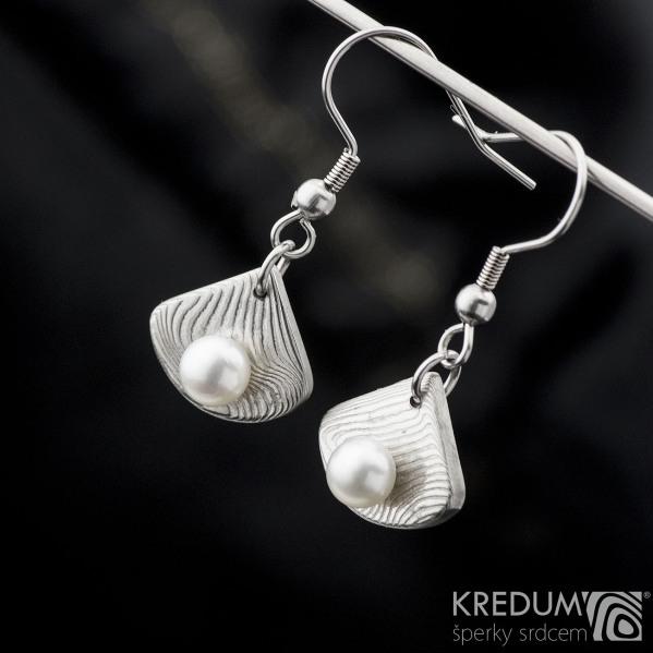 Závěsné damasteel naušnice s perlami - Raníčky KS2025