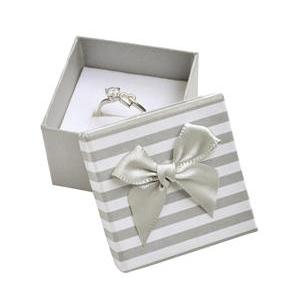 Darčeková krabička na prsteň alebo náušnice, sivé pruhy