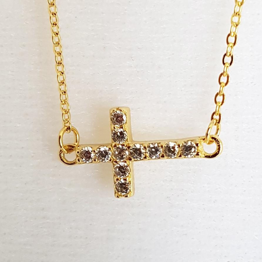 Pozlátený strieborný náhrdelník - krížik so zirkónmi