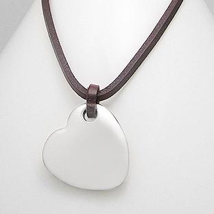 Kožený náhrdelník s oceľovou doštičkou - srdiečkom