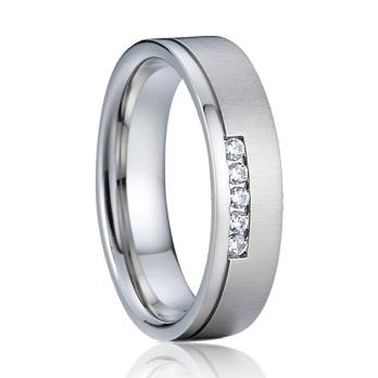 Dámsky strieborný snubný prsteň so zirkónmi, šírka 5 mm