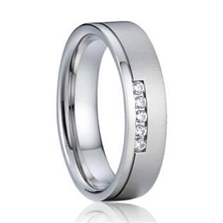 AN1040-D Dámský stříbrný snubní prsten se zirkony 5 mm