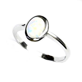Stříbrný prsten s bílým opálem