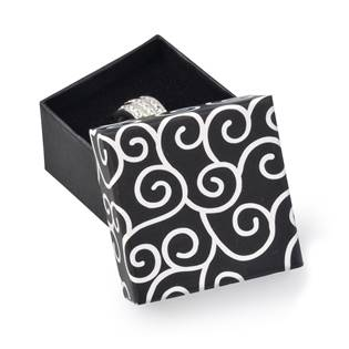 Dárková krabička na prsten černá s ornamenty