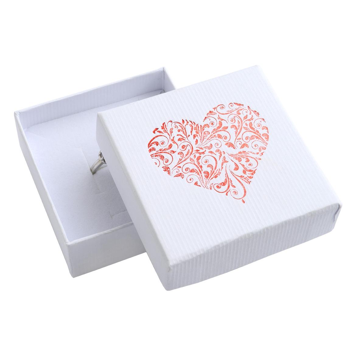 Bílá dárková krabička na soupravu šperků s ornamentálním srdcem