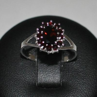 Strieborný prsteň český granát, veľ. 59