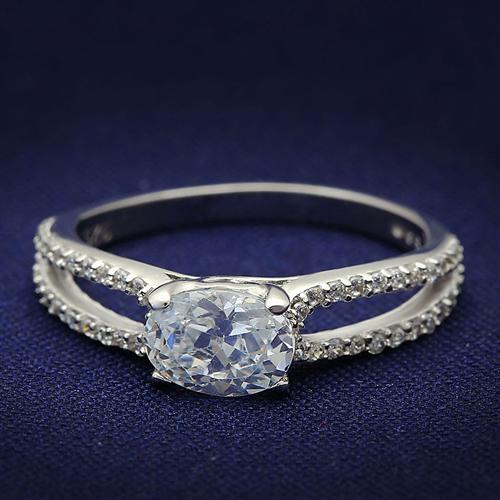 Strieborný prsteň s čírymi zirkónmi